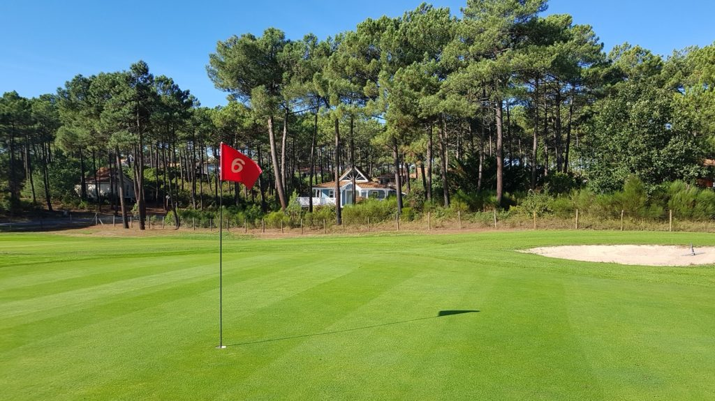 Naturist golf - the only one in the world - in La Jenny